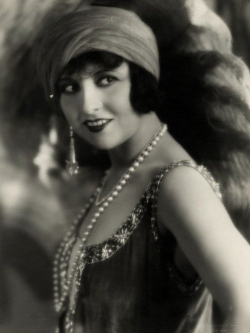 jadoreprettythings:  Lucy Doraine 1920s Flapper