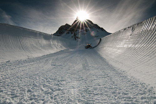 Sick pic of Frank Wells out cutting the Pipe.  - Winter X Games Europe