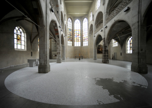 A stunning, intricate maze made from 2,200 pounds of salt!  Japanese artist Yotoi Yamamoto made it — as he makes all these installations — by sprinkling salt on the floor through a plastic bottle used for machine oil, starting at the back of the tunnel, then moving forward to avoid stepping on the designs he's already drawn. The whole thing took 50 hours over the course of five days and a whopping 2,200 pounds of salt. This installation was at Sankt Peter parish in Cologne, Germany.