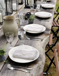 suziebeezie:  tricia foley the table blog