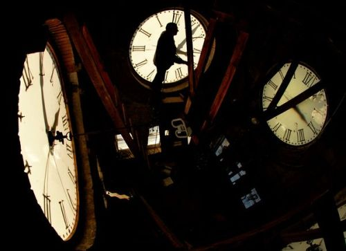 excalipoor:  Daylight Saving Time 2011: When and Why We Spring Forward Why did we spring forward last night? Do daylight savings work? Get the facts. Read More…
