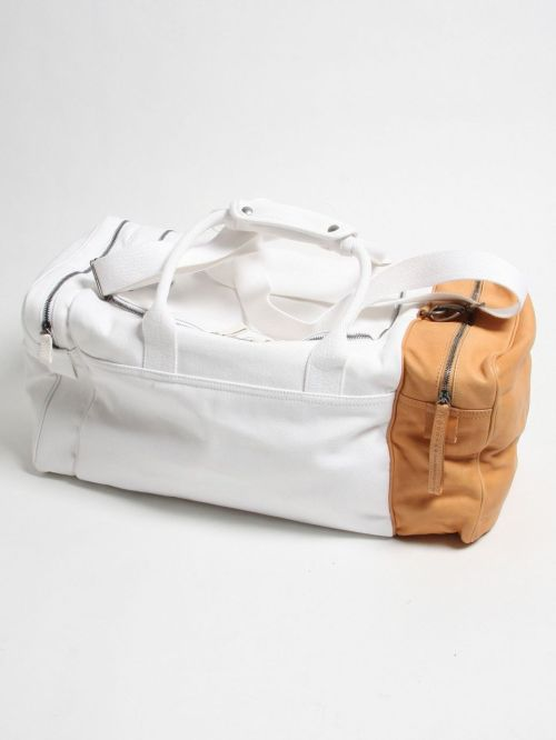 nickelcobalt:  brycity:  MAISON MARTIN MARGIELA - WHITE CANVAS / TAN LEATHER HOLDALL  would look great beat to hell