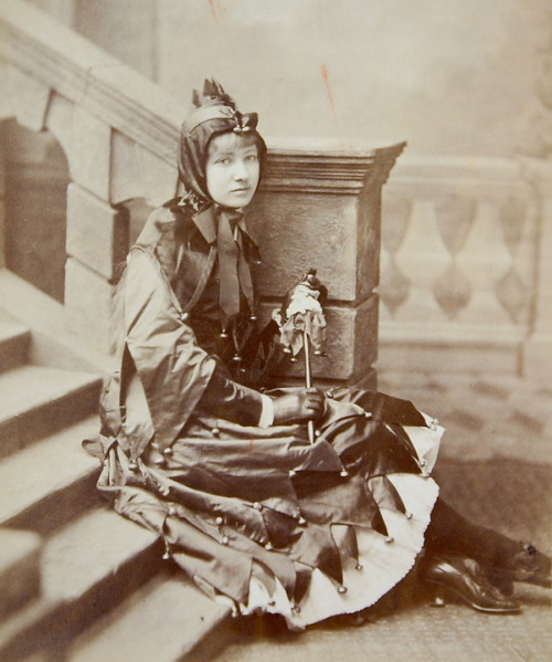 turnofthecentury:    Girl, dressed like a joker,c.1880. Photographer unknown (London Stereoscopic Co) from Servatius