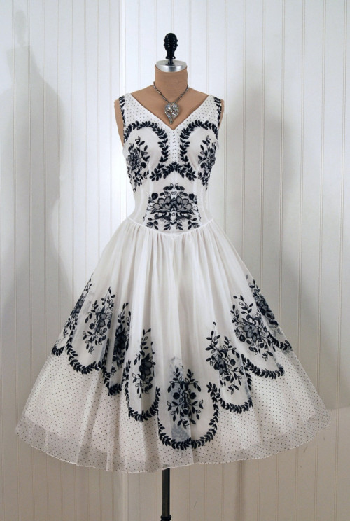 omgthatdress:  1950s dress via Timeless Vixen Vintage