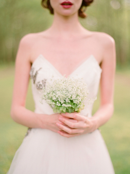 thebridescafe:  Image courtesy of Kiss The Groom via Tara Guerard Bon Bon blog