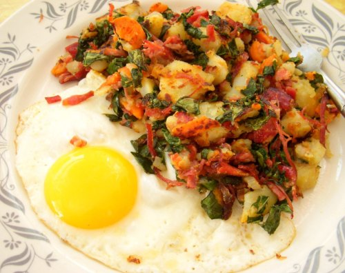delishytown:   Corned Beef, Kale and Carrot Hash If you make corned beef and cabbage for St. Patricks day, maybe use the leftovers for corned beef hash and eggs. It's easy, delicious, and with the addition of carrots and kale, much healthier than the kind you might get at the diner. Cut up 1 small onion or shallot and saute in a bit of olive oil. Add some of the leftover cooked potatoes and carrots from your corned beef dinner, a few slices of the cooked corned beef, diced, a sprinkle of smoked paprika, and some celery salt. Saute until the potatoes start to turn crisp and then add some chopped kale. If you want the potatoes really crispy, add a few tiny slices of butter. Try not to flip them around a lot, let them sit in the pan for a few minutes on medium low heat so the bottom gets nice and crispy.  Salt and pepper to taste. Serve with an over easy egg, some rye toast and fresh fruit. YUM! p.s. You can also do this with corned beef you buy at the deli counter. Just chop it up and cook with leftover cooked potatoes and shallots or onion.
