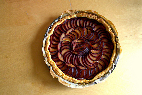 Red plum pie by Laurence Vagner