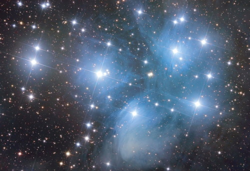 cosmosweednlife:   M45: The Pleiades Copyright: Alan Chen