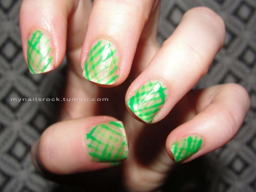 Green crosshatch.  Reminds me of those plastic containers that house summer berries.