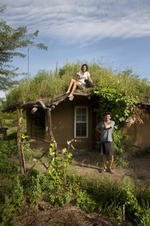 campfiregirl:  themagnificentsoil:  i love this. cob house, turf roof, healthy garden. the future of homes.  i see harpua