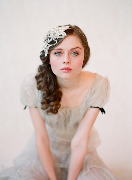 Gorgeous rhinestone headband! (via Twigs & Honey)
