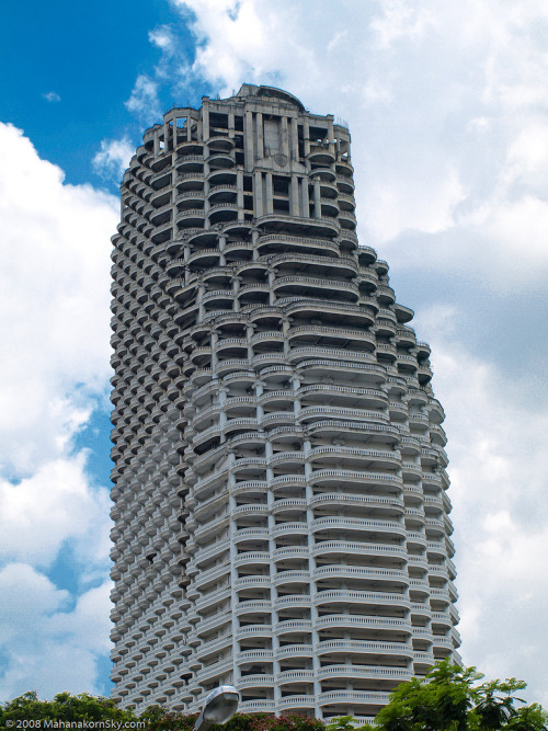 /via ca.io9.com: Bangkok's Sathorn Unique abandoned skyscraper: the supervillain HQ of your dreams