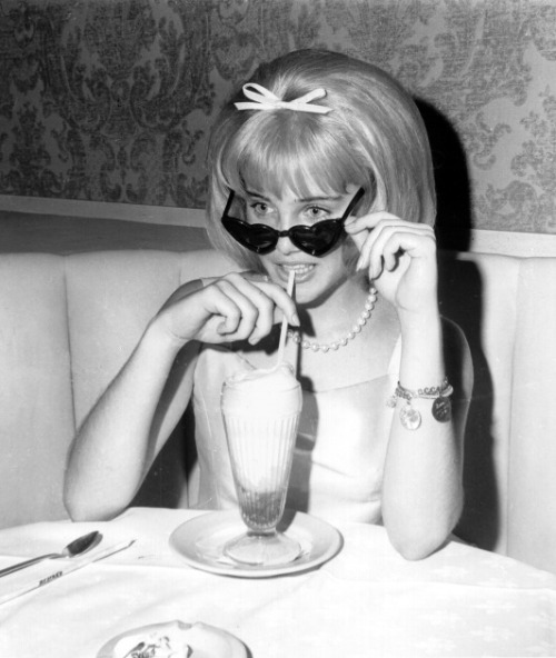 pussylequeer:  Sue Lyon at the 1962 premiere of Lolita