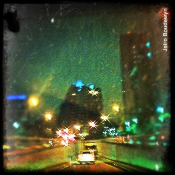 Good Night | #iphoneography # PictureShow #morenoel #iphoneonly #iphonestreetphotography #Caracas #instaprint  (Taken with Instagram at Av Francisco de Miranda)