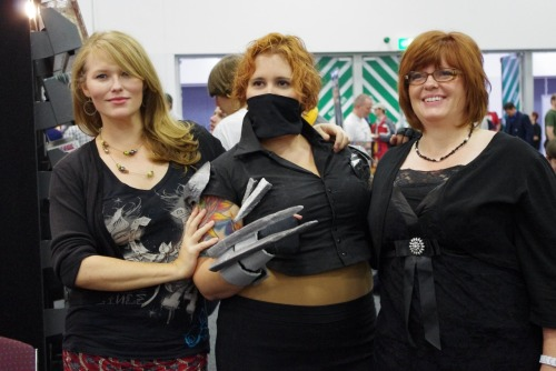 pseudicide:  Check out the Girls Read Comics Too interview with Gail Simone and Nicola Scott here! (Scandal Savage cosplay photo cause I could and it felt appropriate :) )  They used to write and draw Catman together so this is TOTALLY appropriate!