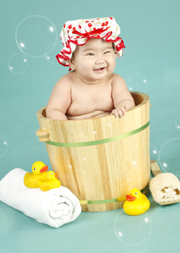 Bath time baby! :)) Many thanks to our photographer, Ishee!  Without her artistic eye to capture this moment, it wouldn't be possible to see that sweet smile of my niece, Michiko. Thank you The Picture Company, MOA Branch, for helping us in the first photoshoot experience of my niece! It was indeed a joyous visit in your store.  Looking forward to seeing you again next month! ;)