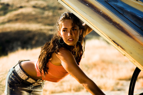 Megan Fox joining Knocked Up spin-off Megan Fox is in negotiations to star alongside Paul Rudd and Leslie Mann in Judd Apatow's untitled Knocked Up spin-off. There's currently no information about her role or the film, other than that Rudd and Mann will be reprising their squabbling married couple roles.Last we saw them, they were in 2007 comedy Knocked Up, getting involved in their friend's unexpected pregnancy. Considering the year Fox has been having, signing up to a Judd Apatow comedy is the perfect thing to do.