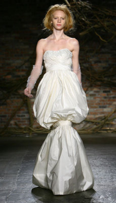 Whilst on my homepage i came across this wedding dress. I really like how the tie at the knee turns an ordingary looking 'princess' style dress into something so abstract and unusual.