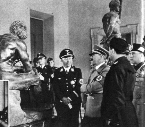 Hitler, Mussolini and Himmler, among others, goes to the museum. 1938