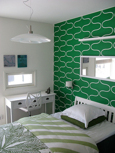 Green bedroom (by tlaukkanen)