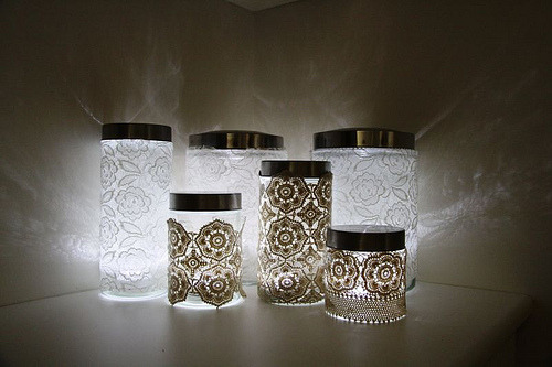 Seriously cool right? You could do this with doilies or leftover lace or heck, lacy mack tack! Just remember to use led tea lights! (via How to make pretty lights… | kootoyoo)