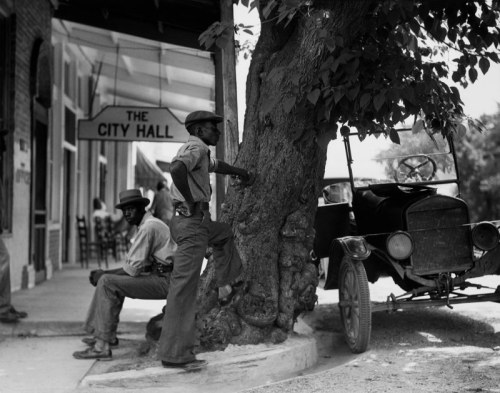 Sunday Afternoon, Colliersville, Tennessee, 1935 Berenice Abbott