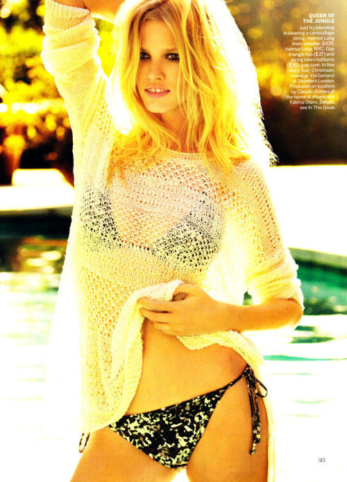 (via Lara Stone by Mario Testino for Vogue US April 2011)