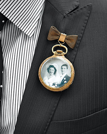 weddingwonder:  Pocket watch boutonniere!