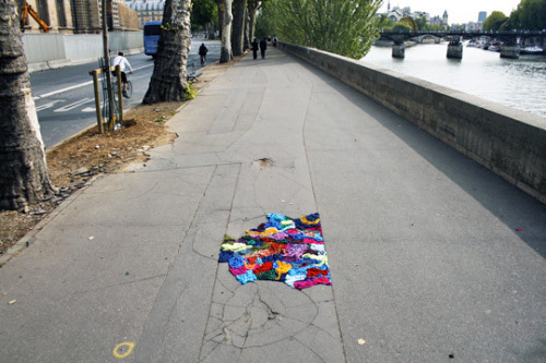 ghostofabicycle:  potholes filled with yarn. click for more pictures.