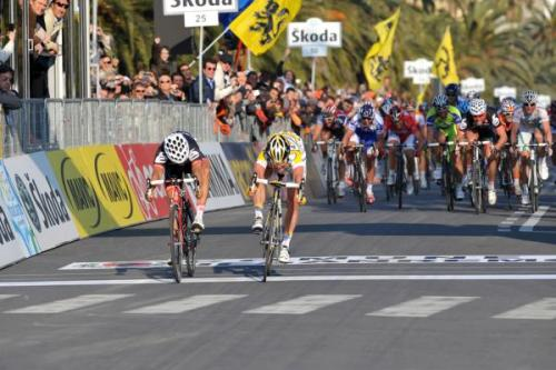 Mark Cavendish beat Heinrich Haussler on the line Photo: © Fotoreporter Sirotti   (From Cycling News gallery of iconic Milan-San Remo images)