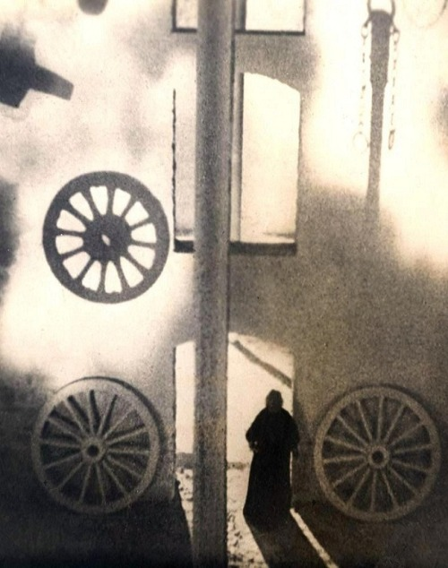 Vampyr (1932, dir. Carl Theodor Dreyer) (via)