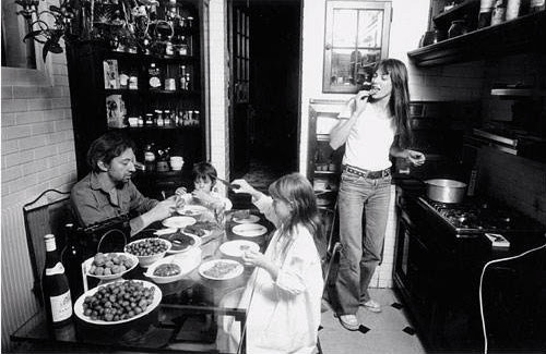 Serge Gainsbourg & Jane Birkin at their home in Paris (1976)Photographed by Claude Azoulay