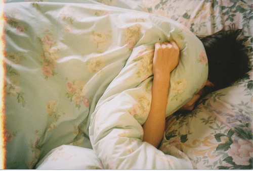 """""""Tudo aquilo que você evitou pensar ao dia, simplesmente aparecem na hora que você deita para dormir. E você não consegue ignorar."""""""