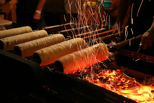 flowerofbalaton:  Kürtös Kalács - Hungarian pastry also known as chimney cake