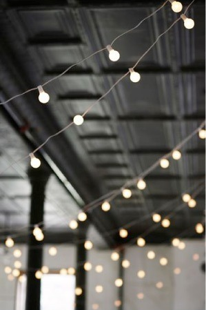 amouralalumiere:  Need to find these lights for the wedding, they'd make the perfect party atmosphere :)