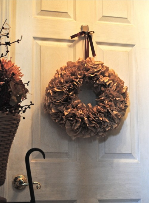 (via * Remodelaholic *: Little Brown Wreath; Guest Tutorial)