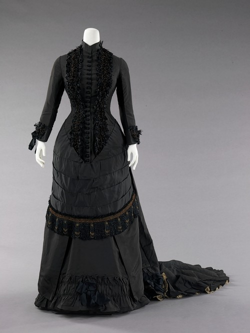 Dinner dress ca. 1880 via The Costume Institute of the Metropolitan Museum of Art