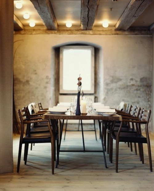 sara-white:  I love the rustic simplicity of this dining room – the soft colours and clean lines work so well with the rough walls and ceiling. (Found on Brown Dress With White Dots)