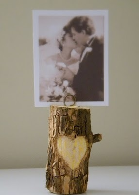 Upcycling: branch photo holder:Via homework  Is this not the most adorable way to use a freakin' branch?! Love, love, love!