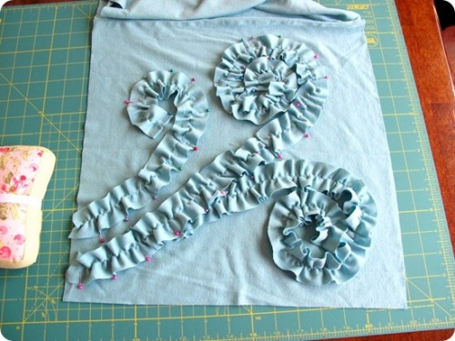 gussysews:  (via The Sweet Life: Swirled Ruffle Pillow {from a t-shirt} Tutorial)