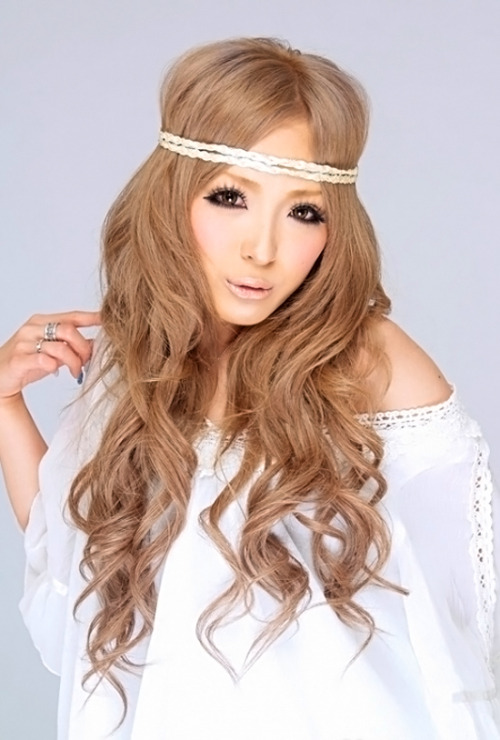 Headbands and hippie chic. Akaharu, found via ANKH CROSS.  Comment on this post at HARAJUJU.net Forums