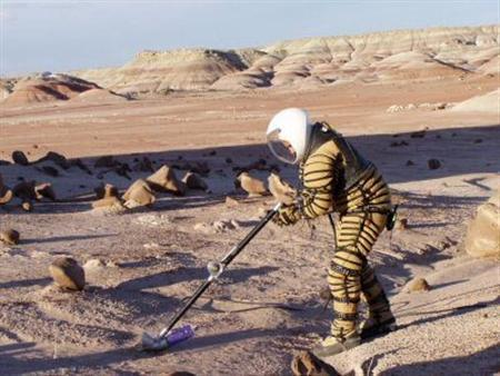 A NASA team has tested a space suit in a setting with extreme conditions akin to some of those found on Mars — an Argentine base in Antarctica — for possible use on a visit to the Red Planet.  (via Reuters)