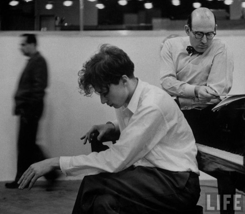 (via hotparade) Glenn Gould - Photographed by Gordon Parks From The Selvedge Yard