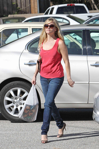 Reese Witherspoon in the Hudson Five-Pocket Skinny jeans in Can't Buy Me  Love while out and about in Brentwood.