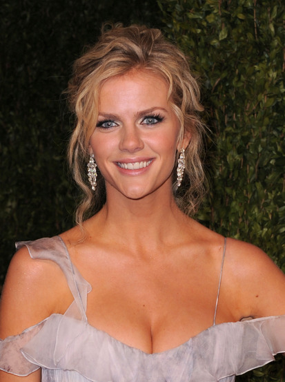 Model Brooklyn Decker at the 2011 Academy Awards. Here are the products COVERGIRL makeup artist Brian Haugen used on Brooklyn.  Brian used all COVERGIRL products to create this look making it a very affordable look to achieve. Skin: COVERGIRL NatureLuxe Silk Foundation in Alabaster as a foundation, concealer and a highlighter. ($11) Applied COVERGIRL Simply Ageless Sculpting Blush - Lush Berry on apples of cheeks ($7) Contoured under her cheekbones with COVERGIRL Simply Ageless Sculpting Blush in Royal Plum ($7) Eyes: COVERGIRL Smoky ShadowBlast in Silver Sky and Purple Plume ($9 each) COVERGIRL LiquiLineBlast in Black Fire on the upper lash line ($9) COVERGIRL LiquiLineBlast in Silver Spark on the lower lash line. ($9) COVERGIRL Lashblast Fusion mascara ($10) Lips: COVERGIRL LipPerfection lipliner in Pink Radiant ($6) COVERGIRL LipPerfection lipcolor in Darling ($6) COVERGIRL NatureLuxe Gloss Balm in Tulip ($6)   Cost of this look: $80.00   Source: www.beautylish.com