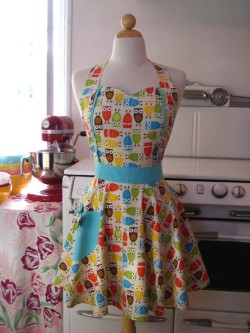 This is just positively adorable. kitschyliving:  owl apron