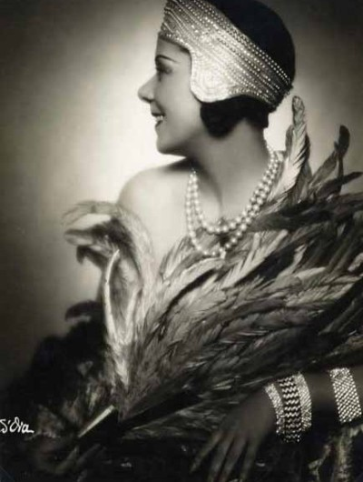 so30s:  Fashion Portrait, c.1930 by Madame D'Ora from Verdeau