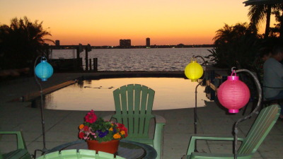 Beautiful sunset and festive lanterns and a pot of flowers! The sunset on the eve of the super moon!