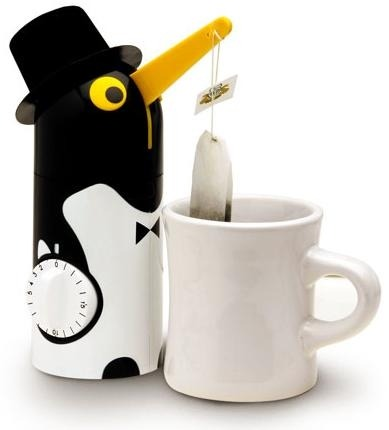 findingmycupoftea:  Penguin Tea Timer! It lifts your tea bag when the steeping time is up! (D)