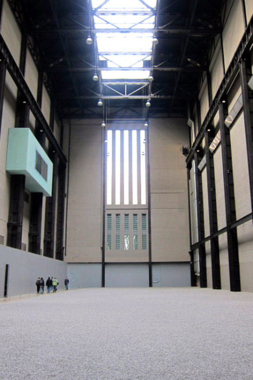 LOOK WHERE I WENT YESTERDAY. Ai Weiwei's Sunflower Seeds in the Turbine Hall were amazing. Totally changed the space. Shame you're not allowed to walk around it anymore though, just looking at it wasn't the artist's intention. You're supposed to play with it, experience it, pick it up and build mounds with it. How perfectly flat it is was a little unnerving.